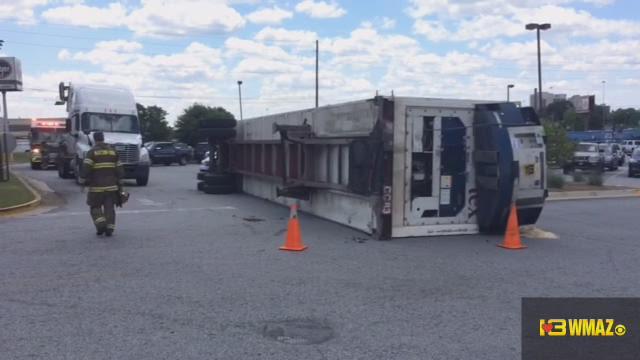 Tractor trailer overturned in Baconsfield Kroger parking lot