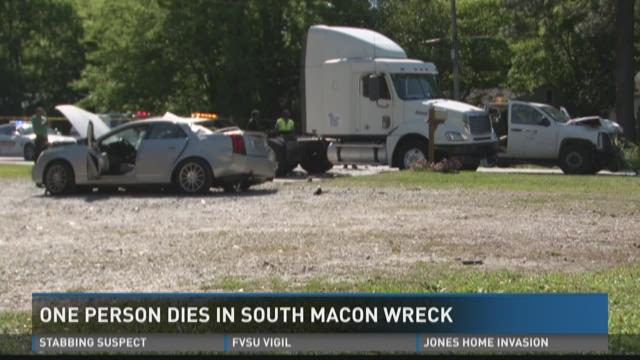 One dies in south Macon wreck