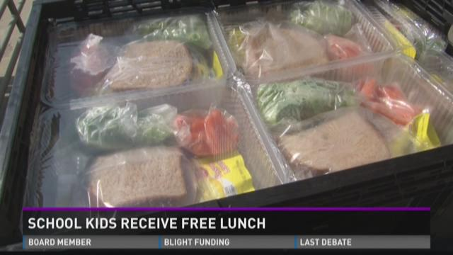 School kids receive free lunch