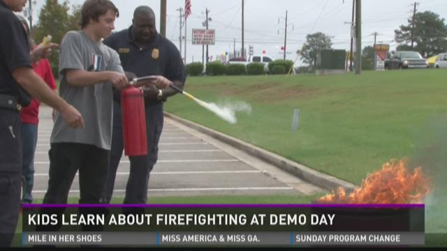 Children in Warner Robins learn about firefighting on Demo Day